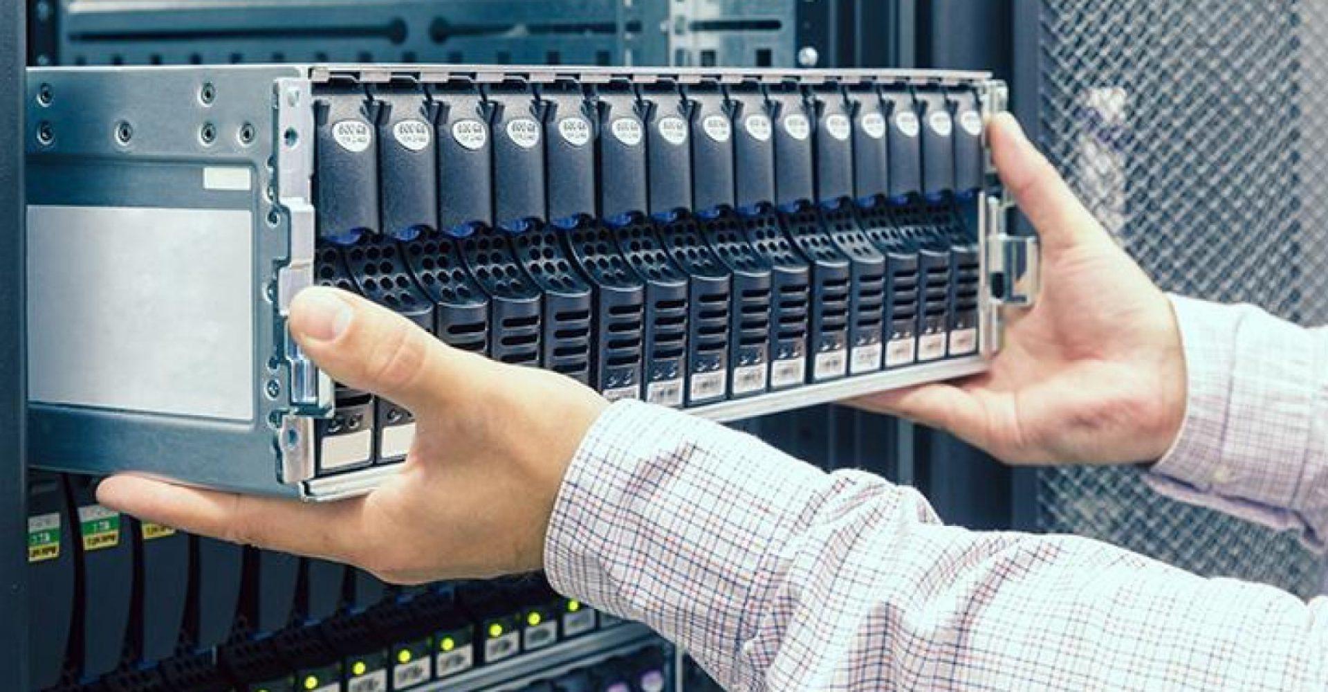Como o serviço de Smart Hands auxilia em casos de emergências de infraestrutura de Data Centers
